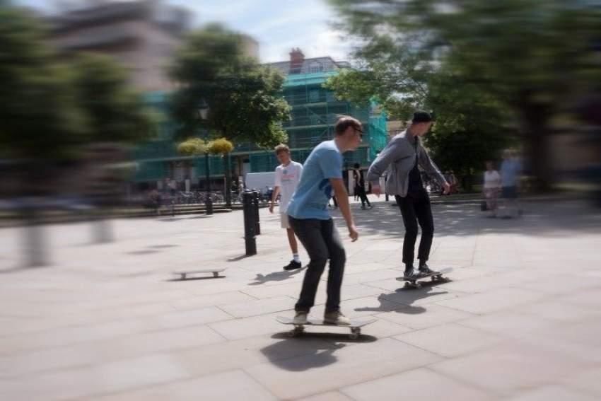 skate peaton o vehículo