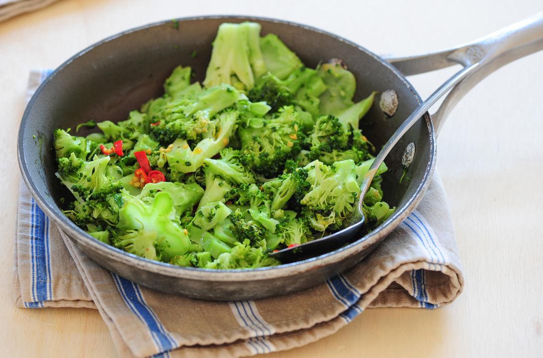 Salteado brocoli hd