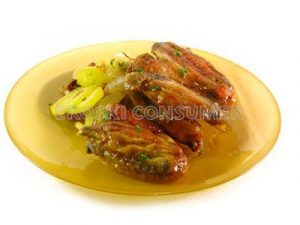 Alitas de pollo con salsa de soja y pomelo con boniato frito