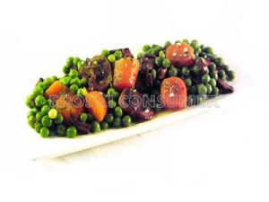Rehogado de guisantes con zanahoria, cebolla y champiñones