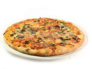 Pizza de vegetales y aceitunas negras