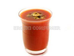 Sopa de tomate y camarones salteados