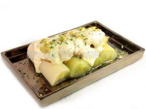 Ensalada de puerros con bacalao y salsa tártara