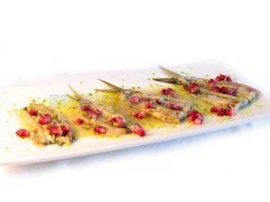 Sardinas en escabeche al horno con vinagreta de granada y lima