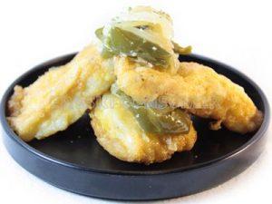Bacalao con fritada de cebolla y pimiento verde