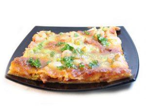 Pizza de gambas y brotes de puerros