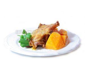 Muslo de pollo a la plancha con tacos de calabaza rehogada