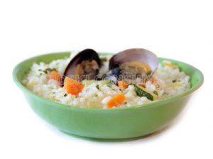 Arroz caldoso con verduras y almejas japónicas