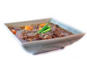 Ternera a la cazuela con albahaca, tomillo y zanahorias baby