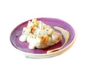 Filete de bacalao fresco con salsa de almendras