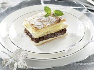 Milhojas de trufa, crema pastelera y almendra tostada