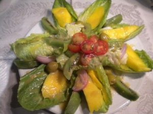 Ensalada  ligera  con mayonesa de mango
