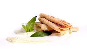Crepes de champiñones con crema de albahaca