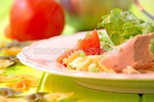 Ensalada de pasta con ventresca de atún en conserva