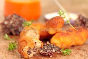 Croquetes de botifarra amb salsa de tomàquet