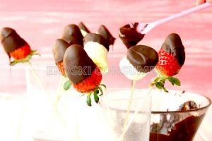Espetos de froitas con chocolate