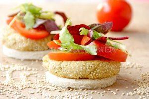 Hamburguesa de quinoa con ensalada