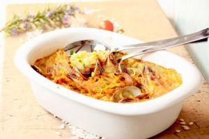 Paella de marisco y conejo al horno