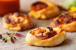 Pizza kurkuiluak hirugiharrarekin eta ananarekin