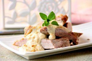 Secreto ibérico con salsa de anacardos