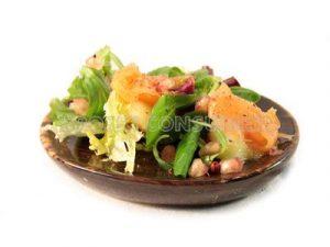 Ensalada de patata, salmón y granada