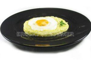 Huevos al plato con crema de puerros