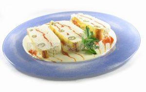 Pastel de mero con pimientos del piquillo y aceitunas