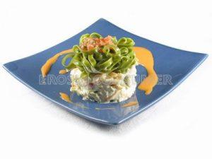 Ensalada de pasta verde con patatas