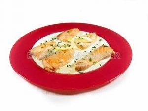 Lomos de salmón al limón y salsa de yogur