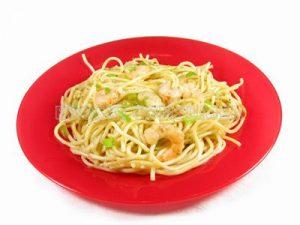 Espaguetis con pimiento verde y gambas