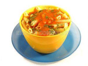 Macarrones en salsa de verduras con soja