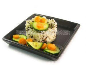 Arroz salvaje con salteado de calabacín y zanahoria