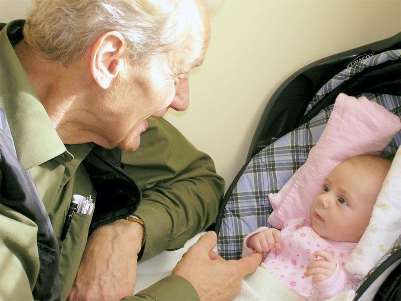 Img abuelo nieta