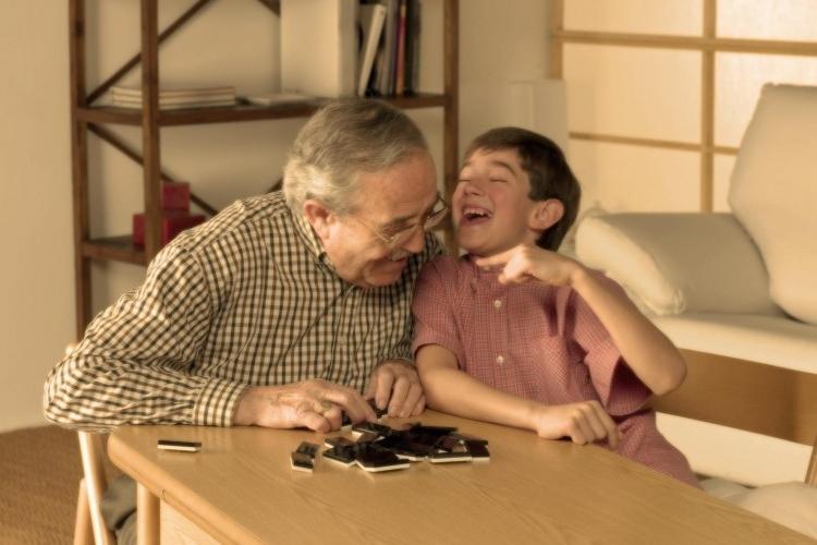 Img abuelo nieto grande