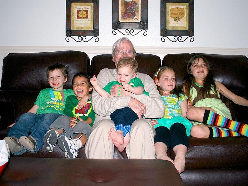 Img abuelo nietos