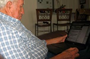 Img abuelo ordenador art5
