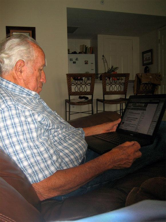 Img abuelo ordenador