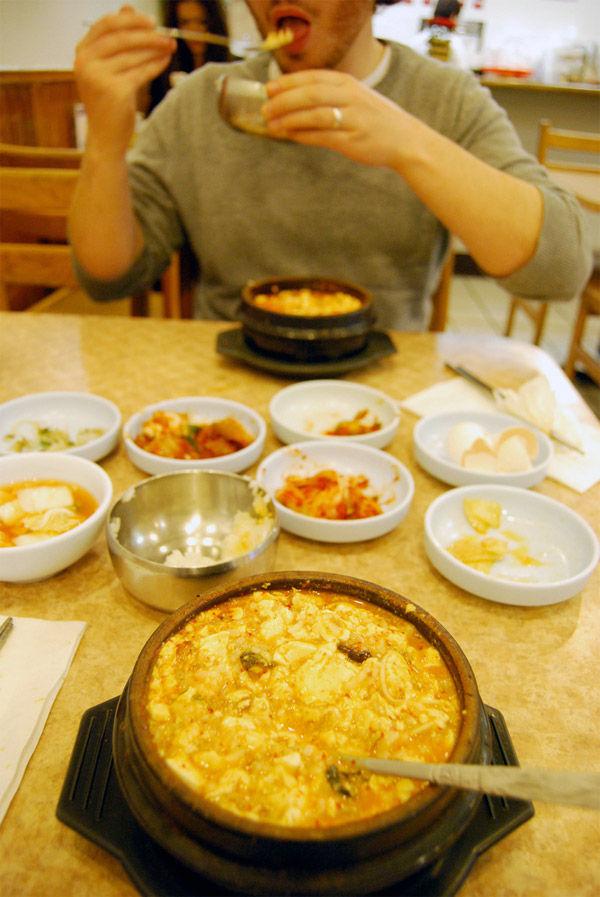img_adolescente comiendo