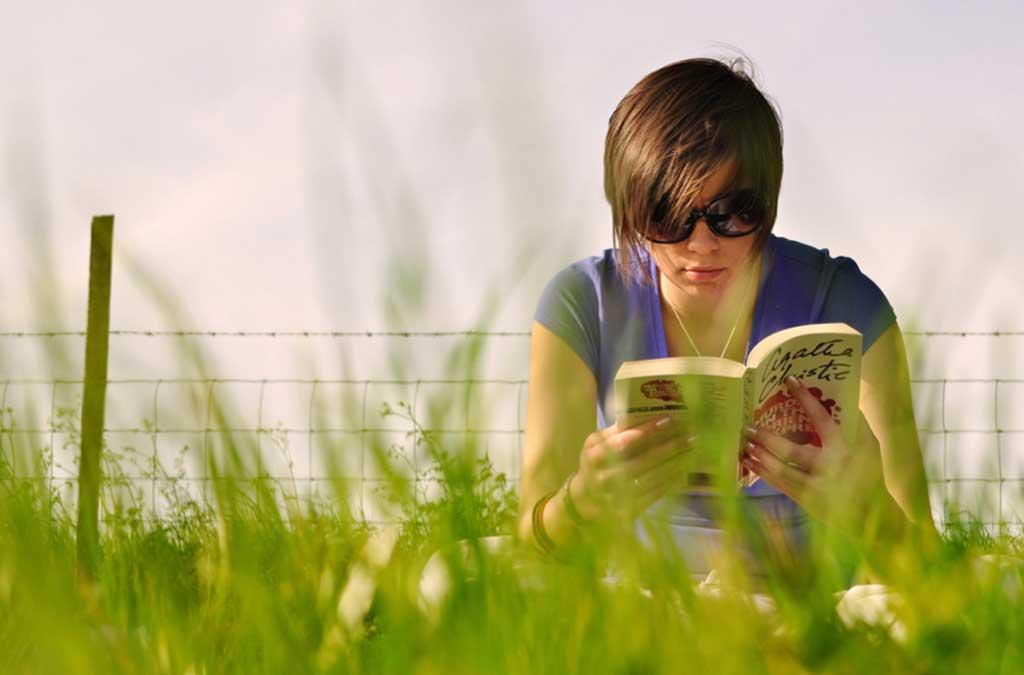 Img adolescente leyendo