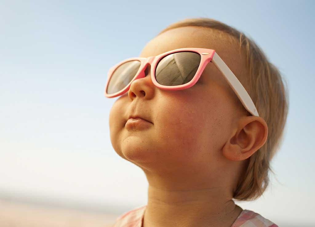 Img bebe gafas sol