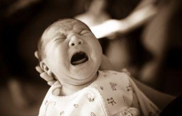 Img bebes colicos lactantes llorar artjpg