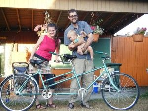 Img bicicleta con ninos bebes transportines montar paternidad crianza bicis art
