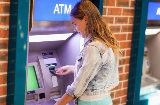 Img cajeros automaticos cuestan dinero listadogrande