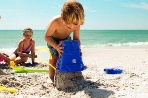 Img castillos arena ninos playa trucos modelar verano planes infantiles juegos paternidad art