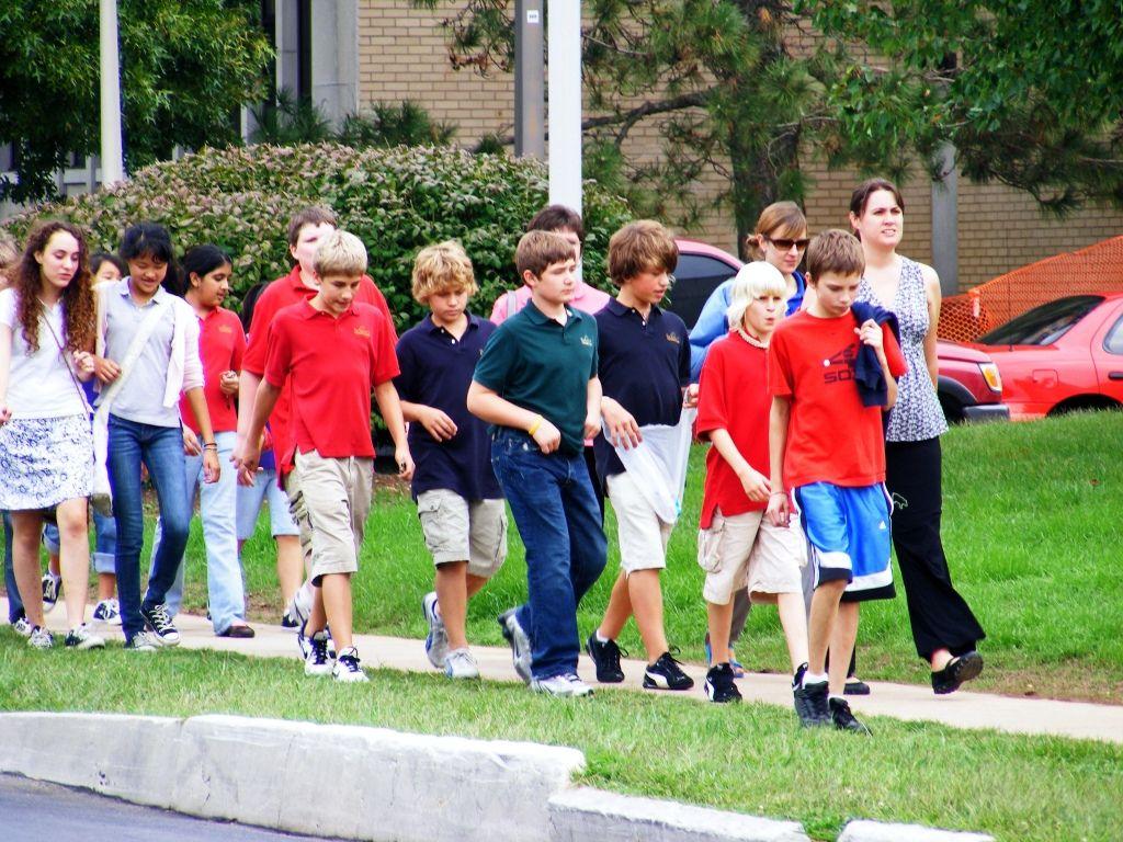 Img colegio andando hd