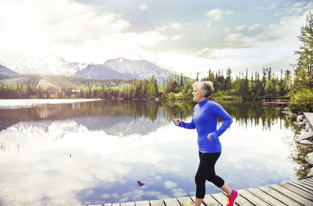 mujer correr ejercicio deporte vida sana