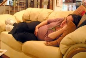 Img embarazada sofa 2