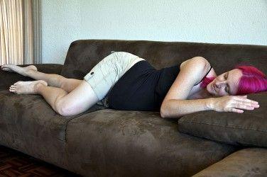 Img embarazada sofa art