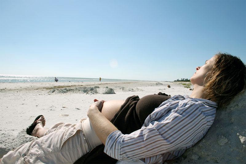 Img embarazo playa