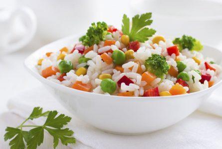 Udarako ezinbestekoak diren arroz-entsalada hotzak